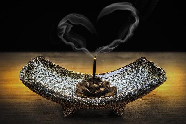 insense smoke forming heart