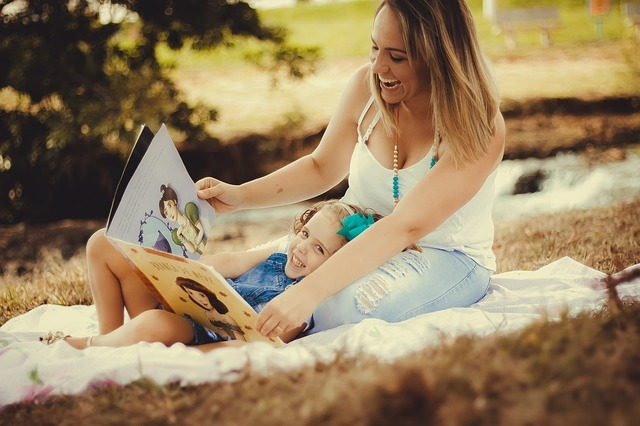 Vocabulary - mother reading to her daughter.